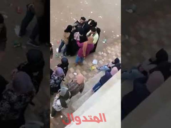 Photo of بالفديو فضيحة في مدرسة مصرية شاب يقوم بأحتضان و تقبيل 3 فتيات